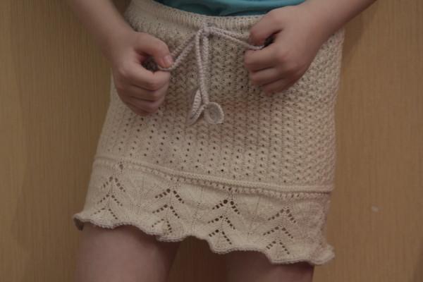 Легкая юбочка для девочки спицами