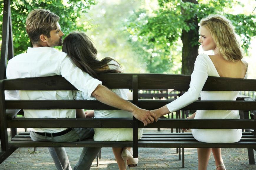 Трахнул к чему снится разговаривать с женатым мужчиной сидя на кровати японские корейские китайские