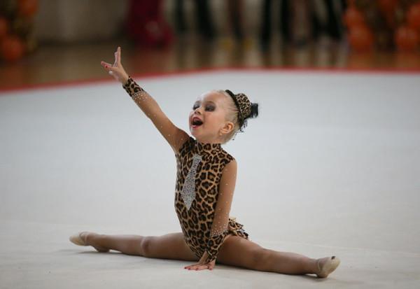 Сольное выступление девушки на трапеции (пособие для) Костюмы гимнастки своими руками