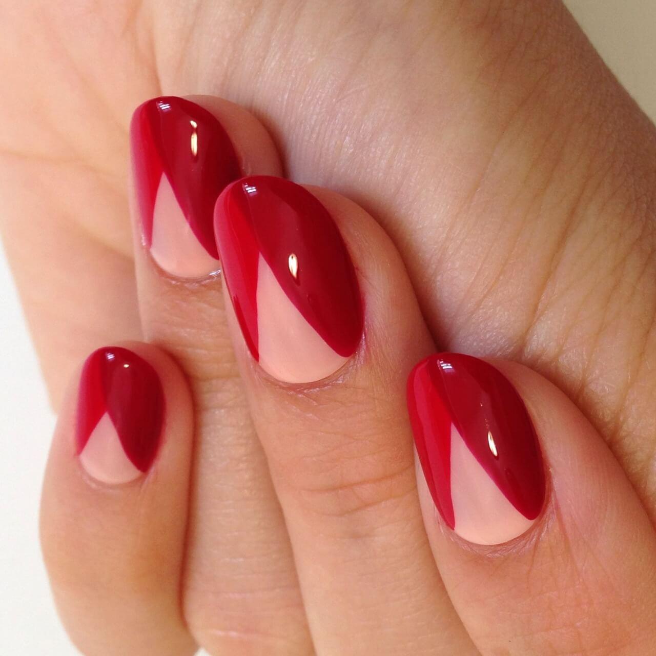 Треугольная лунка на ногтях лак