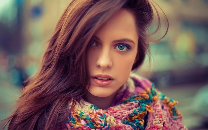 Девочка брюнетка с голубыми глазами секси