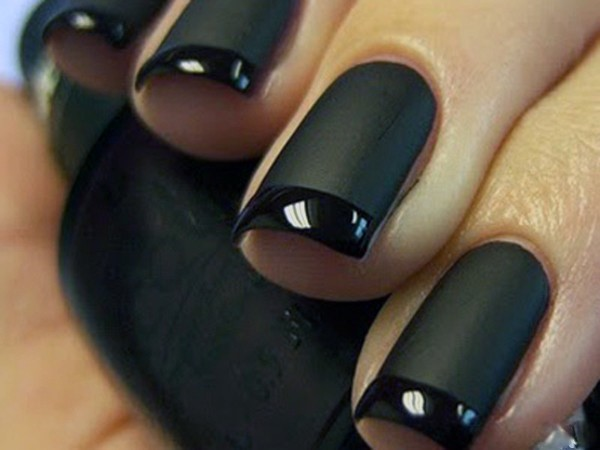 black_matte_french_manicure_04
