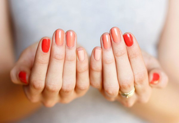 How-To-Get-Ombre-Nails-02