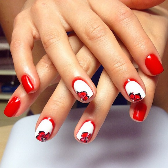 красный маникюр с белым фото