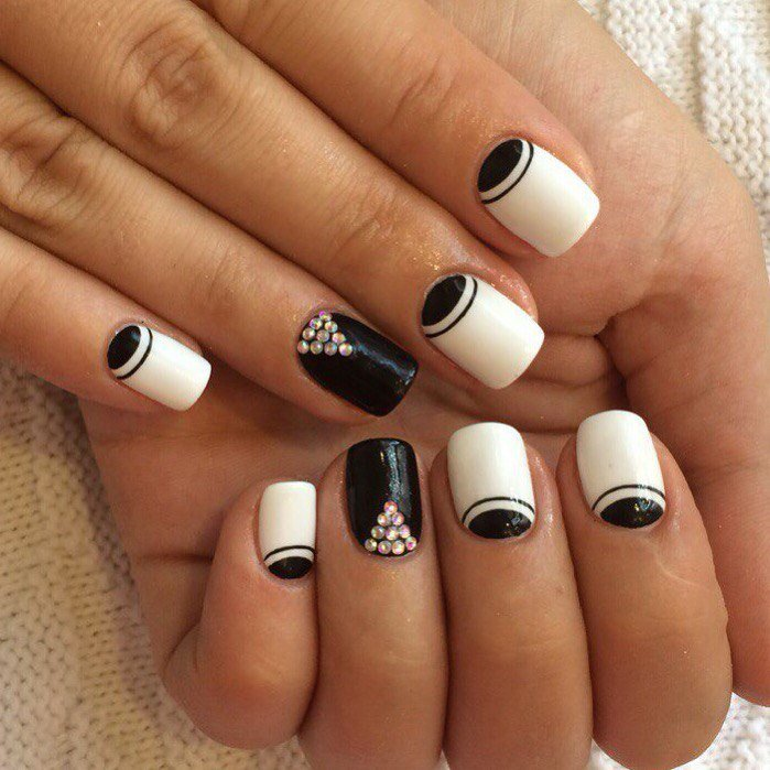 чёрно белый дизайн ногтей