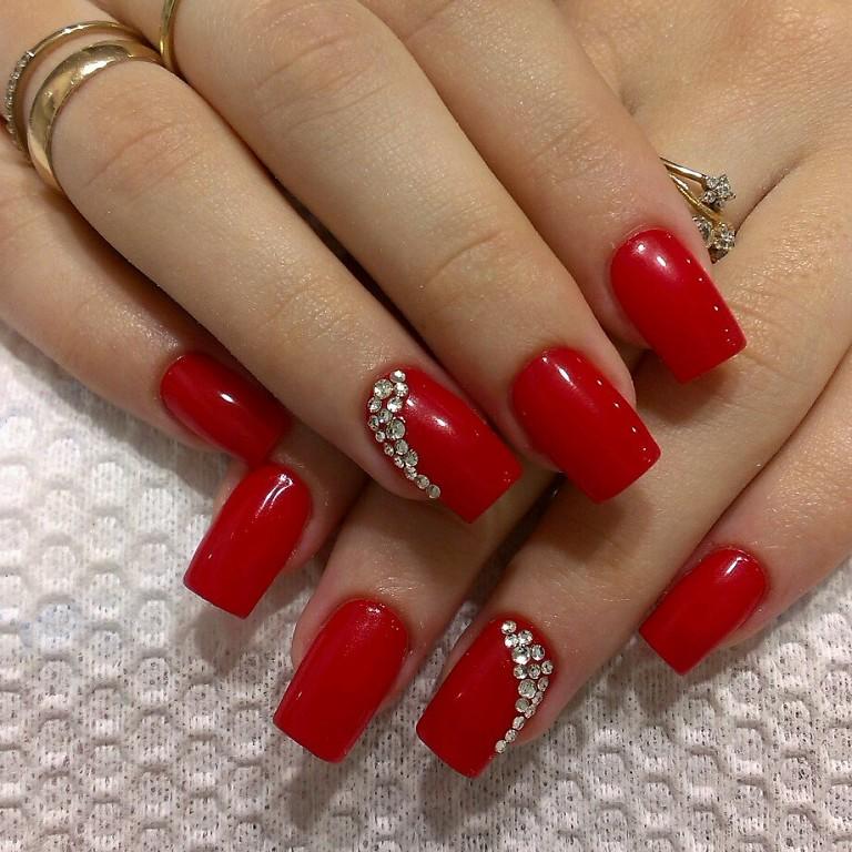 Красивые ногти красные