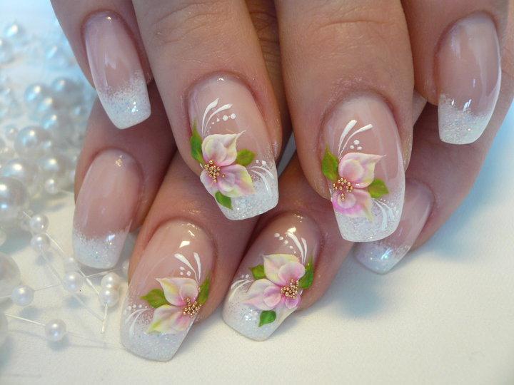 Свадебный маникюр с цветами