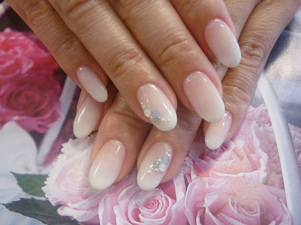 Белые овальные ногти дизайн