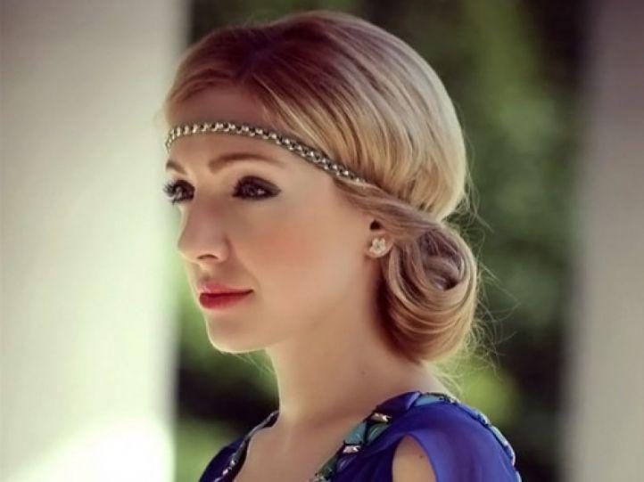 Прически с греческой повязкой на короткие волосы фото