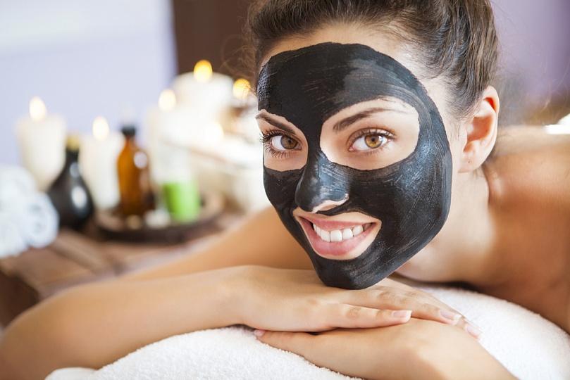 маска с черной глины и желатина