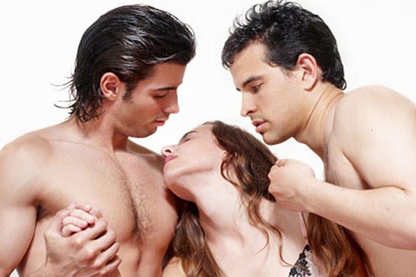 Мущина с мущиной занимаются сексом