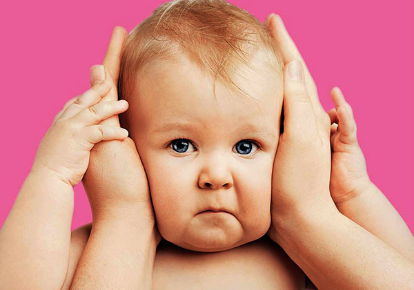 У ребенка болят уши и температура как лечить