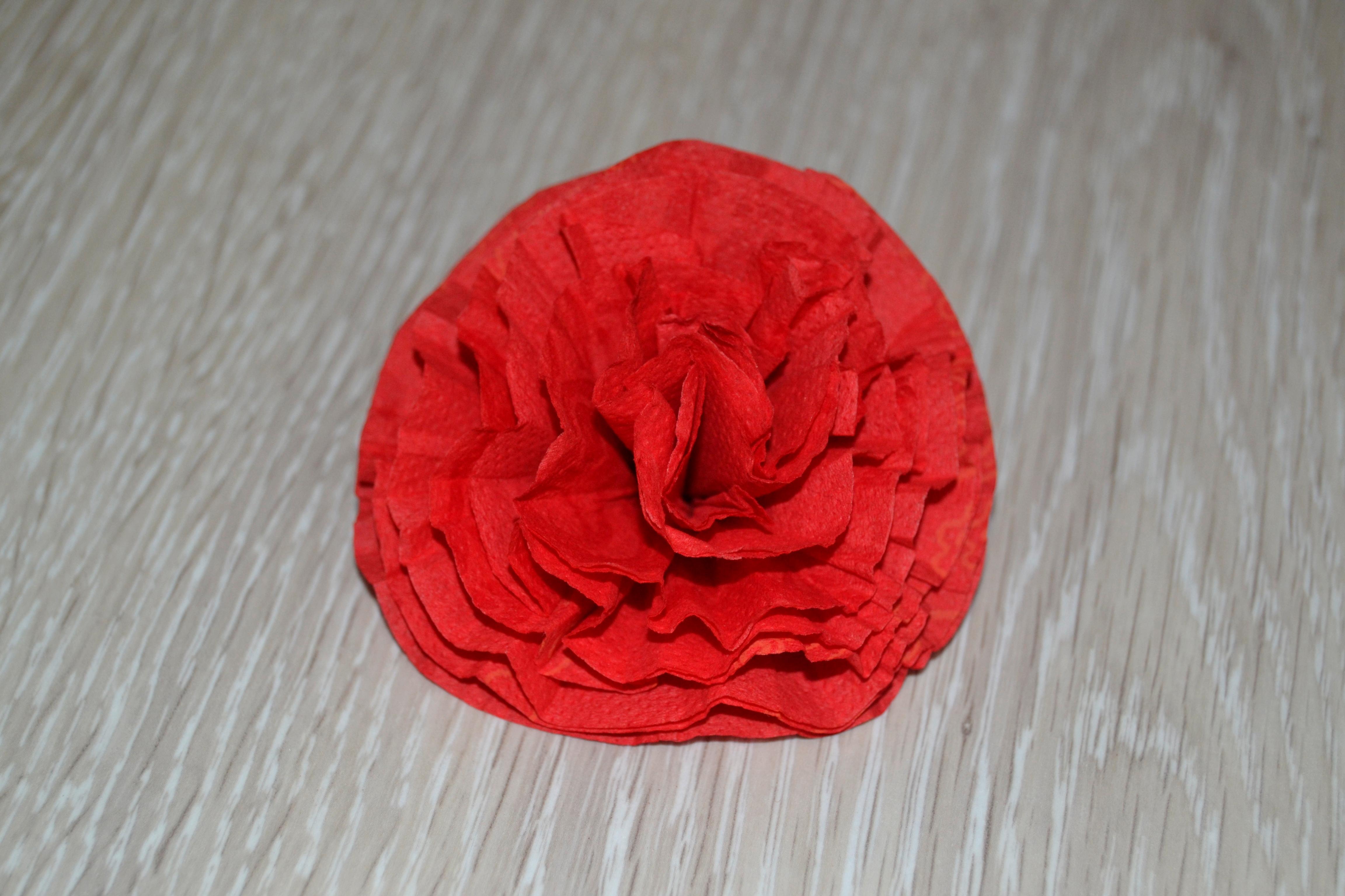Как из салфеток сделать розу для цифры 984
