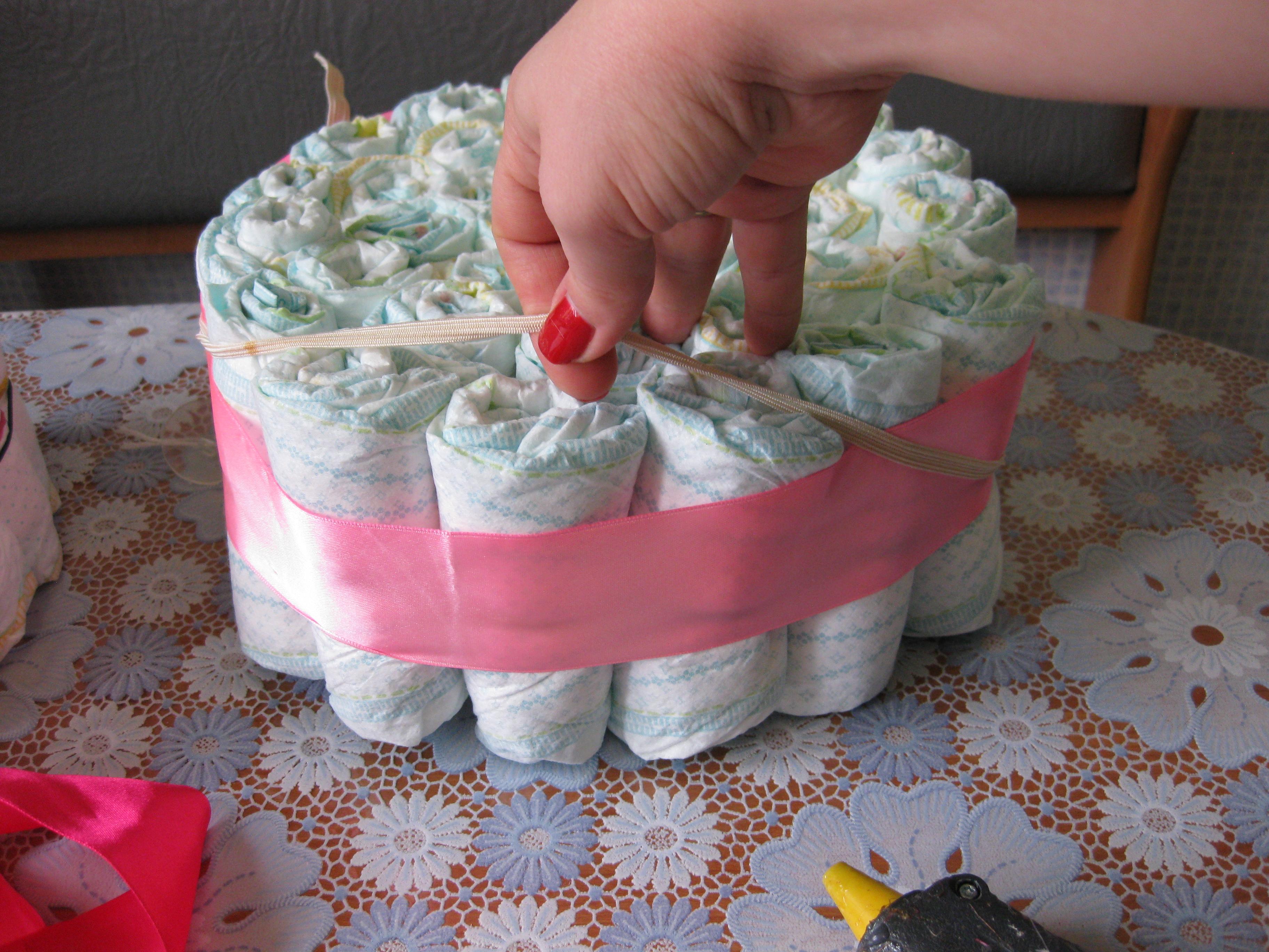 """Корзинка из памперсов - подарок для новорожденного """"Коробочка идей.&quot 10"""