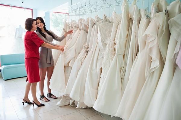 oshibki-pri-vybore-svadebnogo-platja