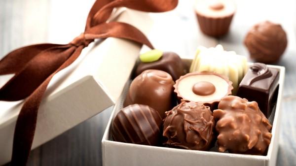 shokolad-konfety-korobka
