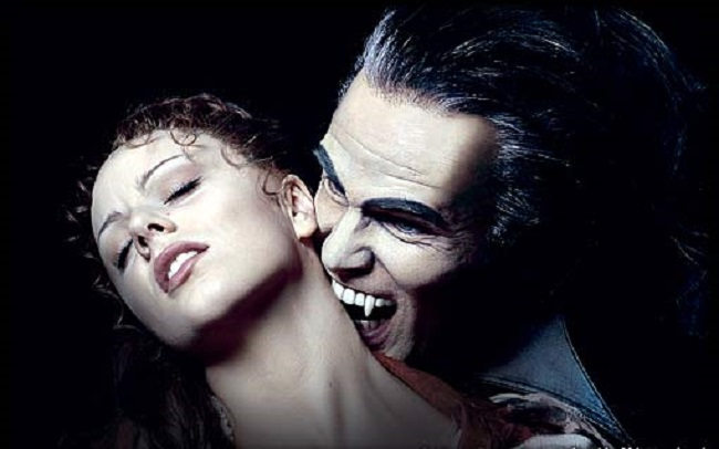 Сексуальные вампиры мучают жертву видео