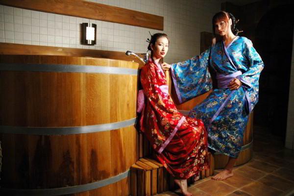 Японские-гейши-в-бане