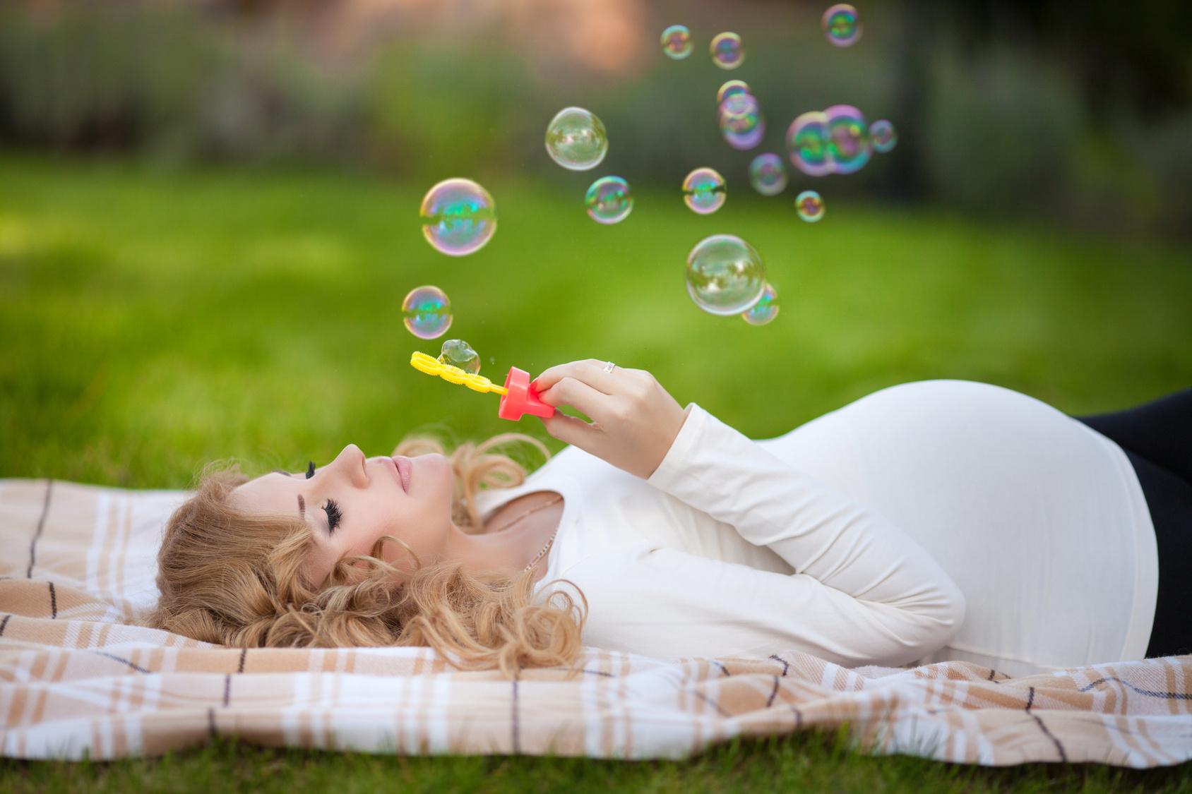 Фотосессия для беременных идеи для фото летом