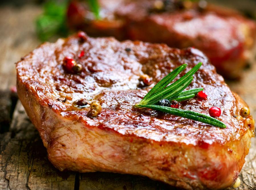 как приготовить стейк из свинины на сковороде видео
