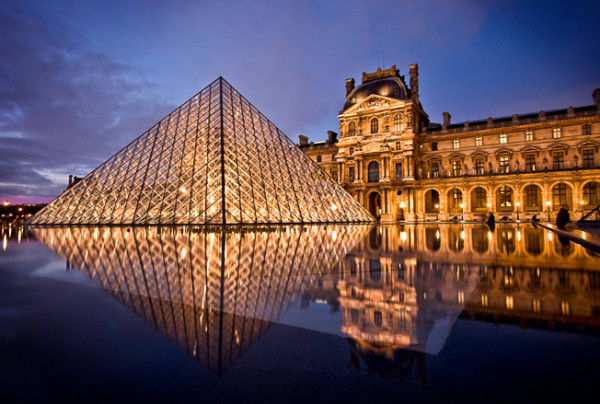 Bildnummer: 55124026  Datum: 26.10.2010  Copyright: imago/ANE Edition Frankreich / France - Paris Abendliche Ansicht der beleuchteten Glaspyramide vor dem Geb‰ude des Louvre Museums in Paris mit Spiegelung. Mirroring of the illuminated Pyramid in front of the Louvre Museum in the evening. Louvre Reisen FRA kbdig xo0x xsk 2010 quer Aufmacher  Bildnummer 55124026 Date 26 10 2010 Copyright Imago Ane Edition France France Paris Evening View the illuminated Glass pyramid before the Building the Louvre Museum in Paris with Mirroring paceperson mirroring of The illuminated Pyramid in Front of The Louvre Museum in The evening Louvre Travel FRA Kbdig xo0x xSK 2010 horizontal Highlight