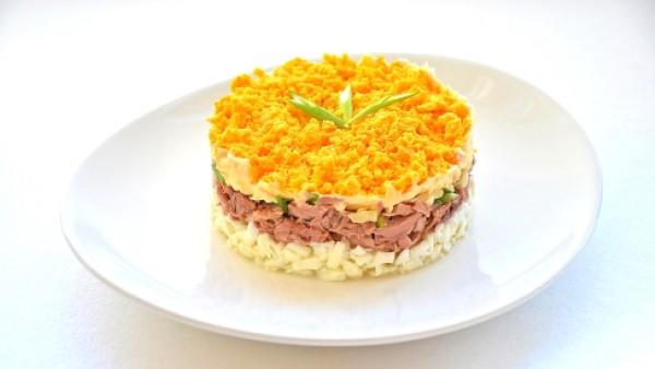 salat-mimoza-retsept-prostoi. vkusnyy-i-poleznyy-salat-s-ryboy-mintay.