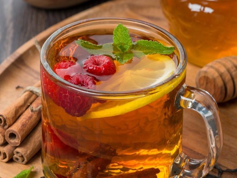 Рецепт чая от простуды: с медом, лимоном и ягодами