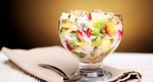 fruktoviy-salat-s-morozhenym
