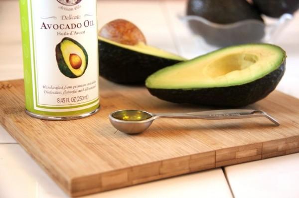 maslo-avokado-v-pischu