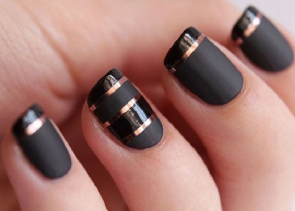 Outstanding-Black-Color-Desing-For-Nails