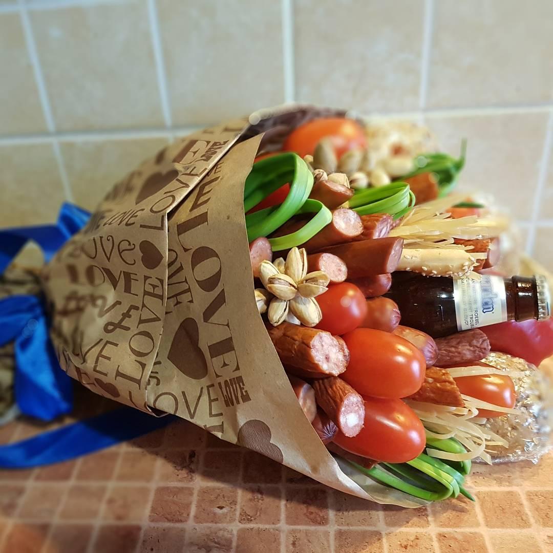 Стволовой, мужской букет с протеей и колбасами