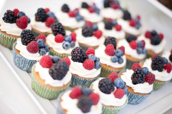 2011-gavin-wedding-fruit-cupcakes