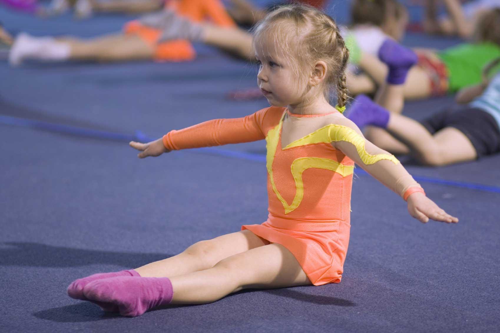 Гимнастика для ребенка 3 года фото