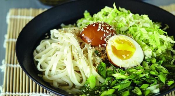 salat-s-marinovannimi-yaicami