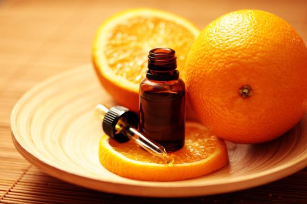 apelsiny-i-maslo-na-stole