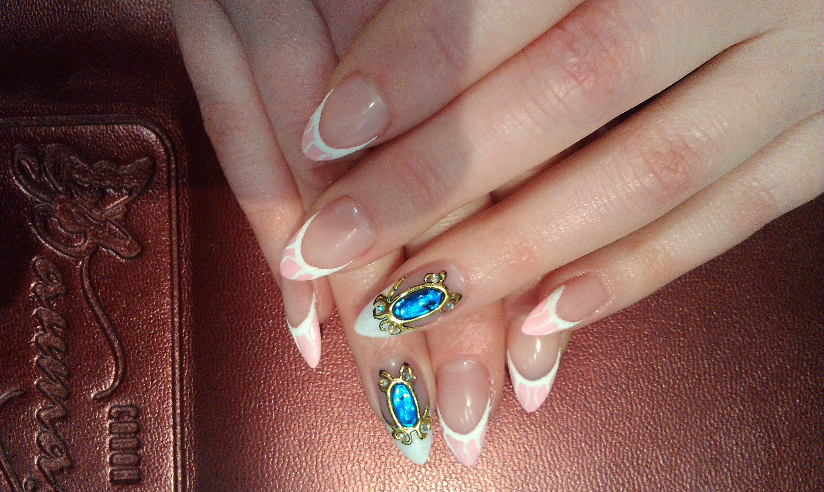 Нарощенные ногти камни