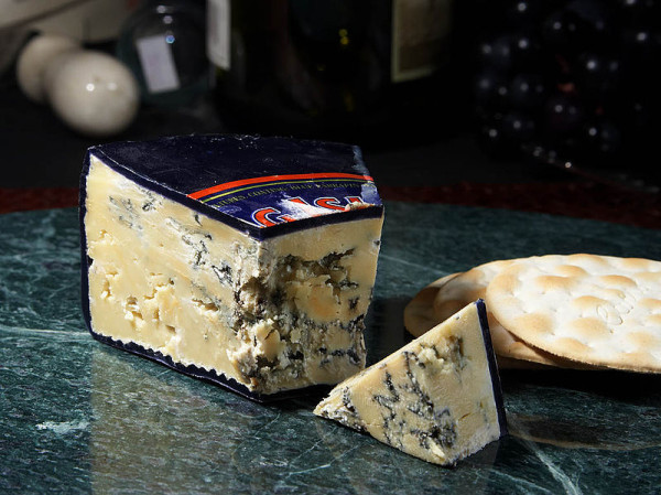 800px-Roaring_Forties_Blue_Cheese