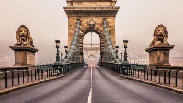 Budapest-Chain-Bridge-1-1024x576