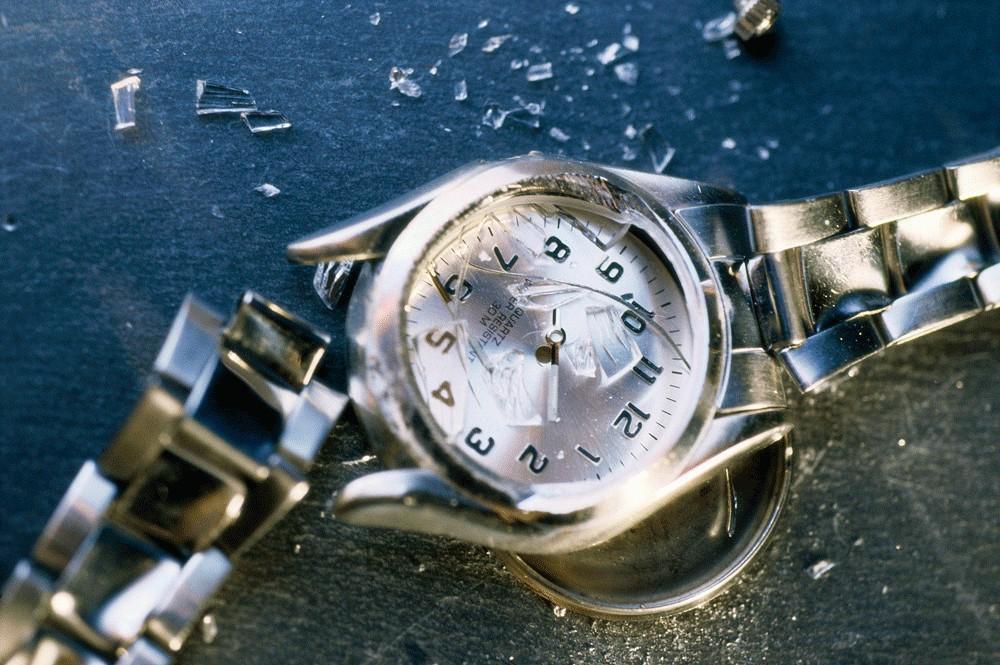 Как правило, часы останавливаются по причине поломки, попадания пыли под корпус или из-за коррозии.