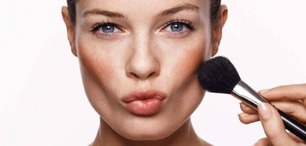 Highlight-Cheek-Bones-with-Right-Makeup-702x336@2x