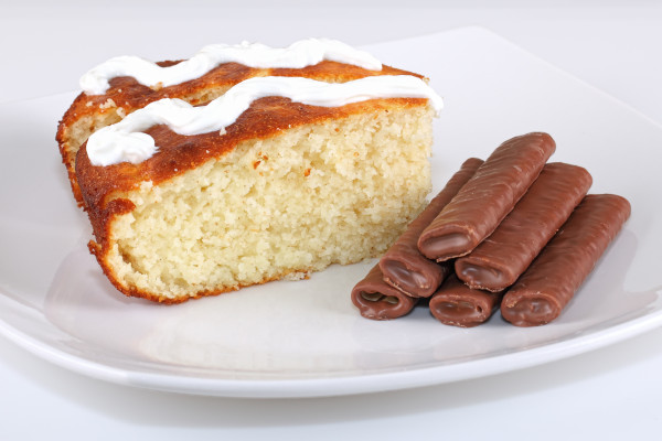 Semolina cake and fine chocolate biscuits