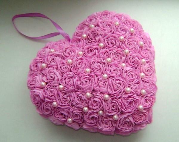 Цветочное-сердечко-из-гофробумаги