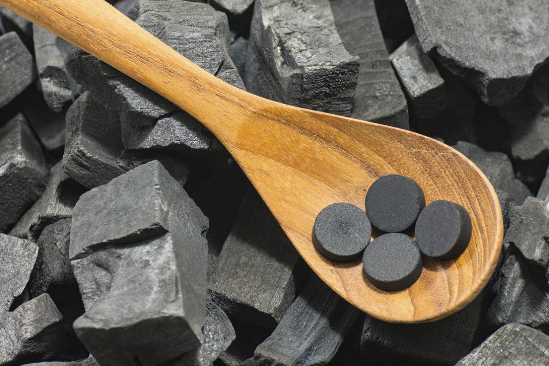 активированный уголь при запахе изо рта
