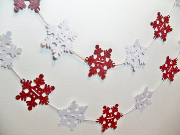 5233510-glittersnowflakegarlandchristmasbanner-diygarlandsfor2014party-f80180-650-e7dab718a5-1484635499