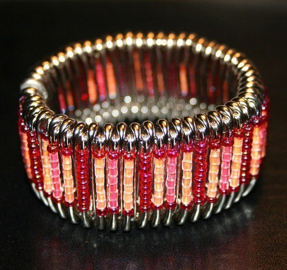 Elegant-beaded-pin-bracelets-featured