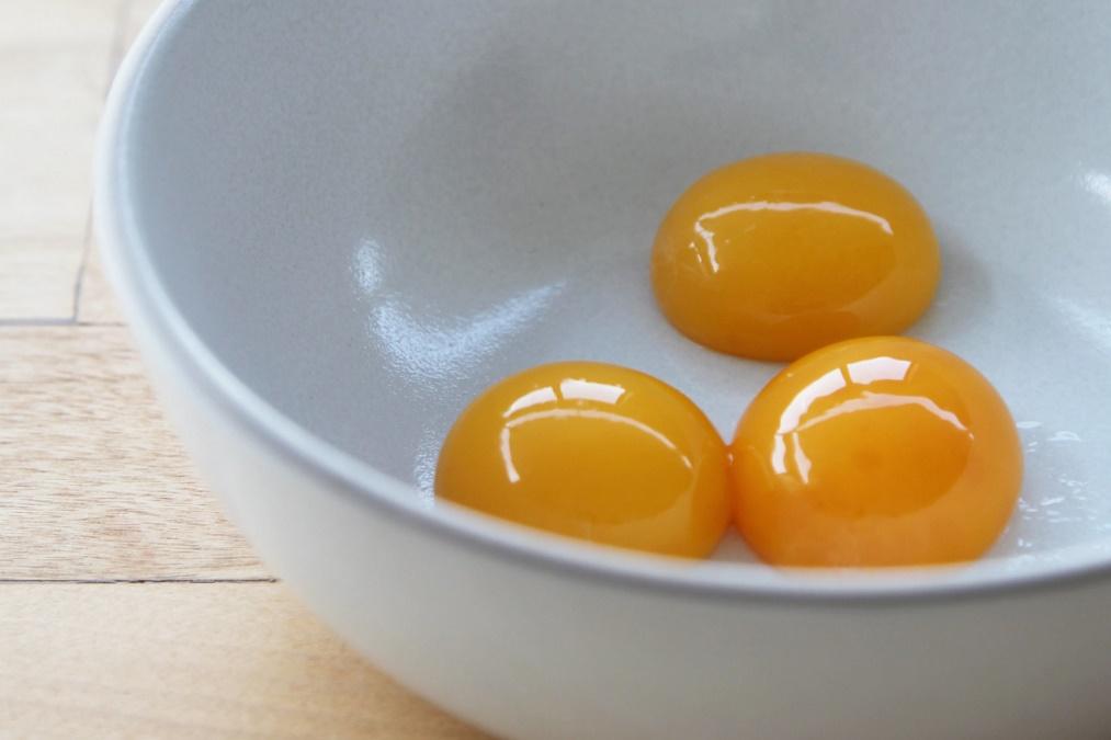 Картинки по запросу яичный желток и вода