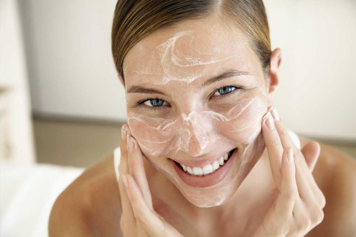 Правильный уход за кожей: косметика, которая останавливает время картинки