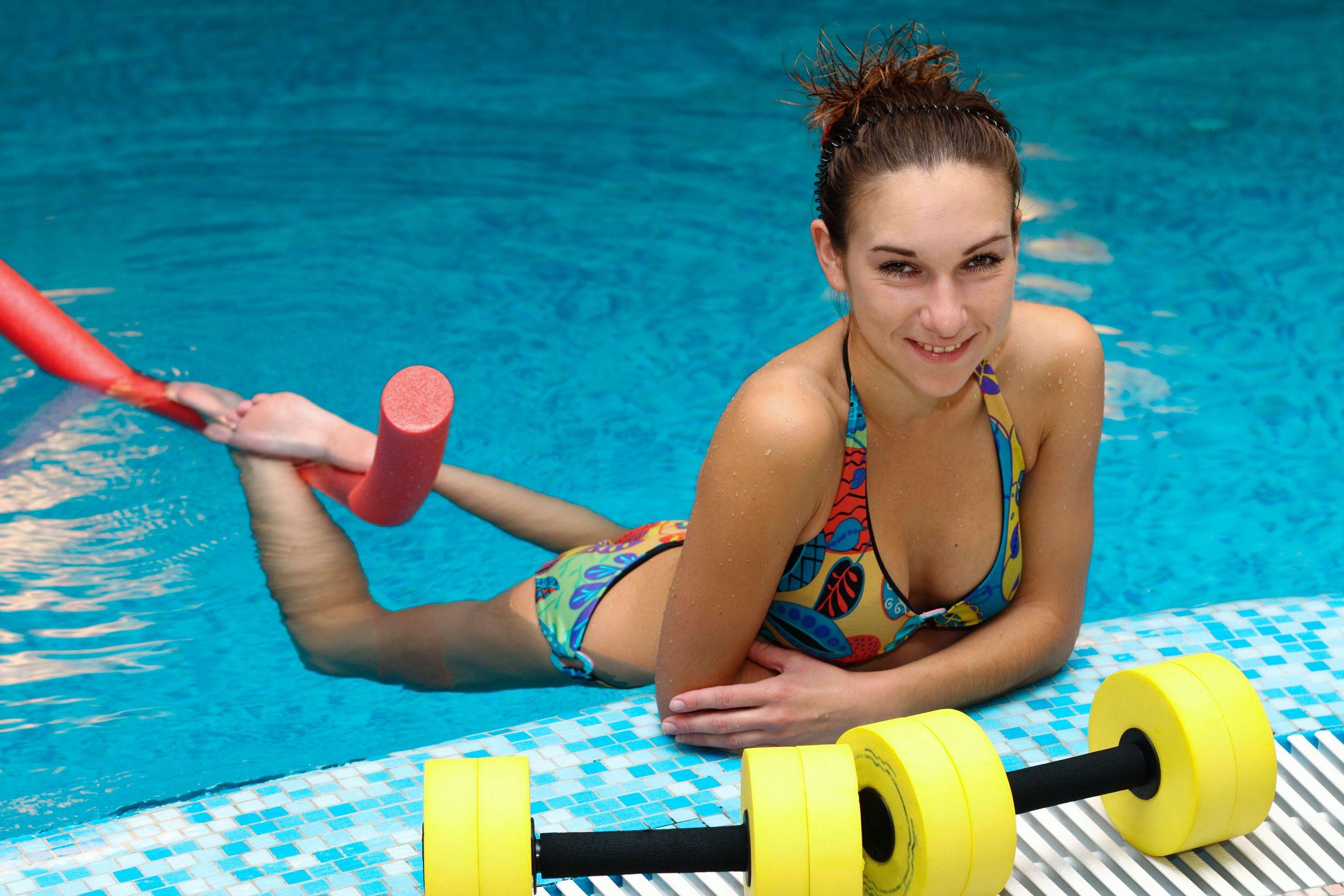 Как плавание помогает похудеть